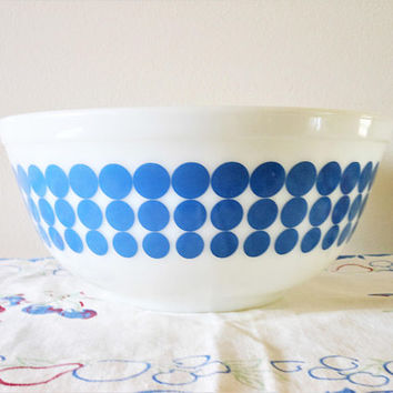 Pyrex New Dots 403 Nesting Bowl, Pyrex Blue Dots Mixing Bowl , Blue Dot Nesting Bowl, Vintage Milk Glass Polka Dot Mixing Bowl