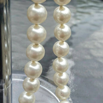 "Vintage Stunning Single Strand Faux Pearl Necklace, 24"" - Elegant  / Classy / Wedding / Mother's Day / Gift / Graduation"