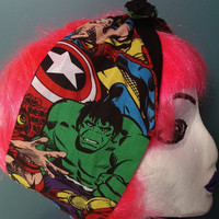 Marvel Avengers print and black reversible wired headband. Features Spider Man, Iron Man, Wolverine, Thor, The Hulk and Captain America