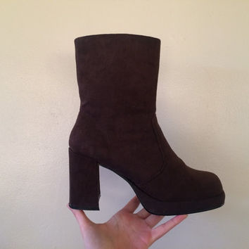 Brown Suede Go Go Boot / 90s does 70s / deadstock / 7 /