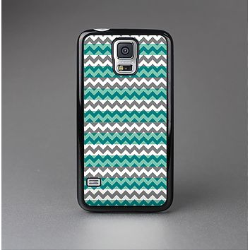 The Vintage Green & White Chevron Pattern V4 Skin-Sert Case for the Samsung Galaxy S5