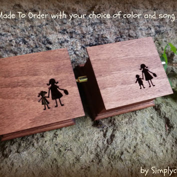 wedding music box, personalized gift, mother of the bride gift, mother of the groom gifts, gift for mom, wedding favor, mother of bride,