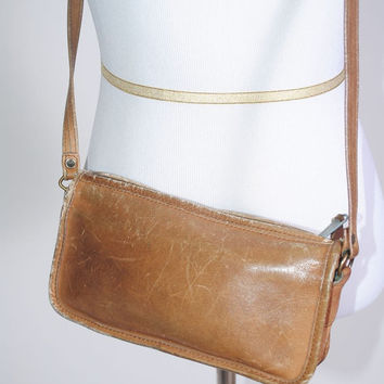 Vintage 1970s brown LEATHER DISTRESSED CROSSBODY Cappagallo Coach tan leather zip around purse bag with inner pocket