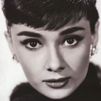 Audrey Hepburn Close-Up Portrait Poster 24x36