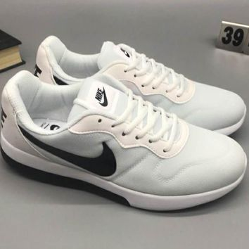 NIKE MD RUNNER 2 LW Comfortable shock-absorbing comfort sneakers F-CSXY white