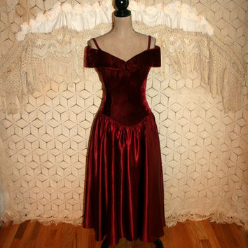 Vintage 90s Red Prom Dress Off Shoulder Formal Dress Velvet Satin Christmas Formal Holiday Dress Size 6 Size 8 Small Medium Womens Clothing