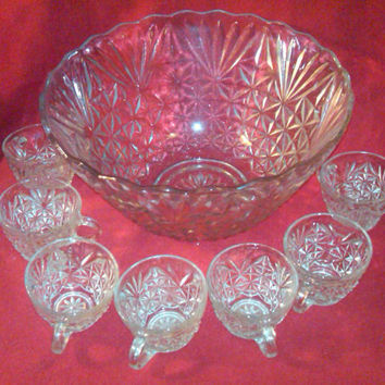 Punch bowl Set with 8 cups, Anchor Hocking Arlington Punch Bowl, Scalloped top, 12 inches wide, Parties and Celebrations, Festive Occasions