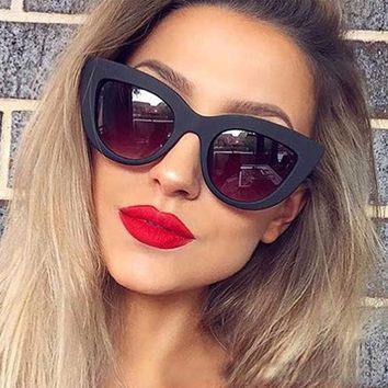 dd5034fc31 Sunglasses Women White Cat Eye Frame Brand Designer Sexy Retro White Black Sun  Glasses for Ladies