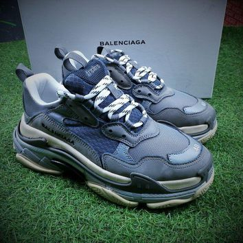 PEAPNW6 Balenciaga Triple-S 17FW Retro Sneaker Grey Shoes