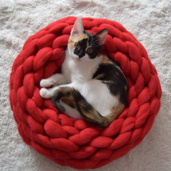 Chunky knitted pet bed luxurious 100% merino wool, knitted merino wool pet bed, knitted kitten bed, cozy dog bed/ extreme knitted pet bed.
