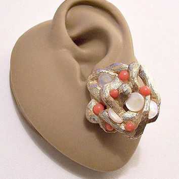 Sarah Coventry Mother Of Pearl Discs Clip On Earrings Gold Tone Vintage Orange Coral Round Seed Beads Brushed Winding Weaved Thick Strands