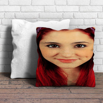 Ariana grande pose Pillow | Aneend