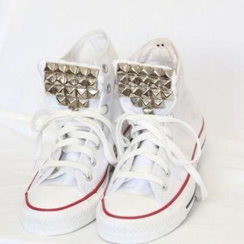 ICIKGQ8 silver studded white high top converse