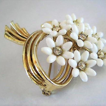 White Flowers Brooch, Coro Signed, Des Pat Pend, Lucite Flower Clusters, Rhinestone Center Pin