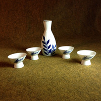 Vintaged Porcelain  Finest Sake Heian 5 piece Set - Gold rimmed - Blue on White Design - Made in Japan