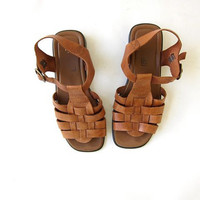 vintage brown leather sandals. peep toe flats. strappy gladiator shoes. womens size 6