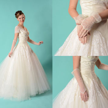Vintage 1950s Cupcake Wedding Dress - Tulle Chantilly Lace - Gloves Cap Bridal Fashions