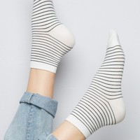 BLACK AND WHITE STRIPE SOCKS