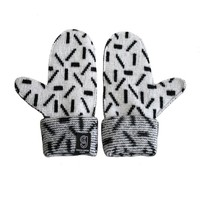 DASH MITTENS WHITE & BLACK