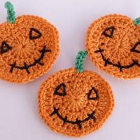 Crochet applique,3 small crochet halloween pumpkins  , cards, scrapbooks, appliques and embellishments