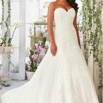 [236.99] Elegant Tulle Queen Anne Neckline A-line Plus Size Wedding Dresses with Lace Appliques - dressilyme.com