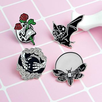 Vintage Bat Bee Brooches Skull Enamel Pin for Boys Girls Lapel Pin Hat/bag Pins Denim Jacket Shirt Men Brooch Badge Q269