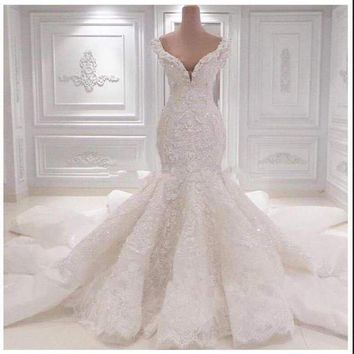 SweetHeart Sexy Mermaid Gown Unique Lace Appliques Pearls High-end Wedding Dresses Zipper Back Pearls Bridal Gown