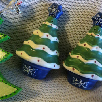 Christmas Sculpted Tree Salt and Pepper Set Pfaltzgraff Vintage 1990s Ceramic Scandinavian Nordic Christmas Decor Kitchen Dining Ware Gift