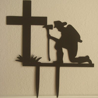 Fireman Praying At The Cross 16 Gauge Metal Yard Stake