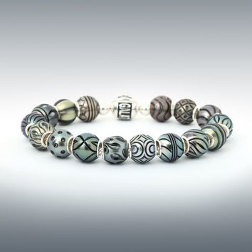 "Galatea: 7.5"" bracelet with 16 Hand-Carved Tahitian Pearl Queen Beads"