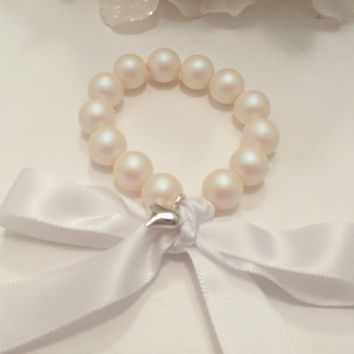 FLOWER GIRL BRACELET, pearls, ribbon, charm, stretch, white pearlescent, bridal, bridesmaid, great gift, stunning, childrens, little girl
