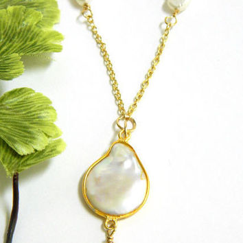 Pearl Necklace, Gold Chain, Baroque Pearl, White Pearls, Pearl Pendant, Short Necklace, Handcrafted Necklace, Freshwater Pearls
