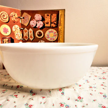 Unmarked Original Pyrex True Opal Mixing Bowl,1940's Pyrex 404 Opal Mixing Bowl, Milk Glass 4 Quart Nesting Bowl