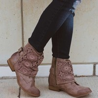 Cruncy Crunch Combat Boot