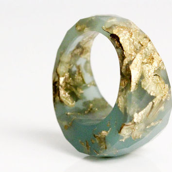 seafoam green size 6.5 round faceted eco resin cocktail ring featuring gold leaf flakes