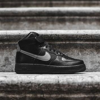 ONETOW Nike Air Force 1 High LV8 - Triple Black