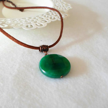 Gemstone Necklace. Green Agate Necklace. Leather Suede cord. Everday Necklace. Allday jewelry.