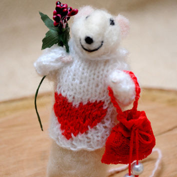 Adorable love mouse! Needle felted wool mouse! Perfect gift for your sweetheart!