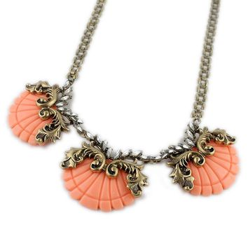 Brand Retro Palace Necklace Female Resin Shell Rhinestone Tide Necklace Personality Accessories Promotion Texture Jewelry FW