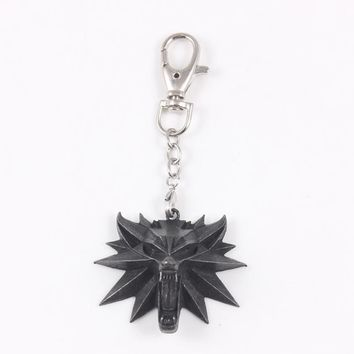 The witcher 3 wild hunt medallion pendant keychain witcher 3 keyring for witcher 3 Figure Game with wolf head charms