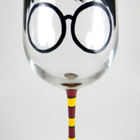 Harry Potter inspired Wine Glass, Wingardium Leviosa, HP, Hogwarts, Wizardry, Witchcraft, Muggle, Weasley, Hermione
