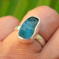 Apatite ring sterling silver rough -raw- hand made ring - hammered band, statement ring size 6.5