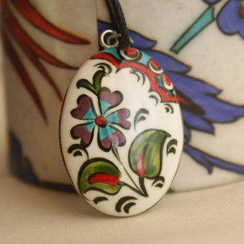 Hand - painted Ceramic Pendant in Special Design Bandbox