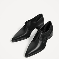 BLACK FLAT LEATHER SHOES DETAILS