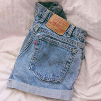 LEVI'S specific HIGH WAISTED denim shorts