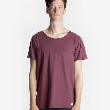 Basic Raw-Cut Short Sleeve Tee in Oxblood