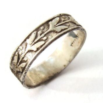 Vintage sterling silver ring with Art Nouveau floral design, Arts and Crafts style botanical design, Victorian style band, #230.