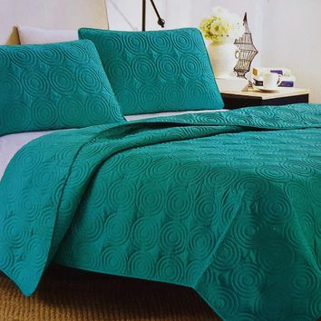 "Comfortable Elegance Teal Swirl Queen Size Reversible 3-Piece Quilt Set: 1 Quilt (86"" x 86"") and 2 Pillow Shams (20"" x 26"")"