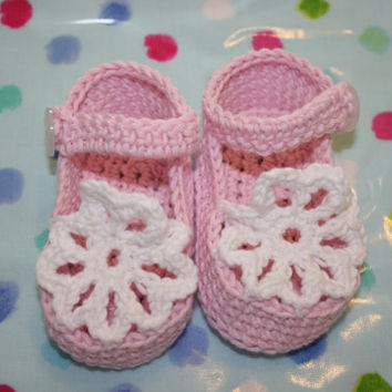 Baby crochet girl sandals booties shoes crochetyknitsnbits hand made baby girl clothes pink white luxury Bamboo 3 to 6/9 months