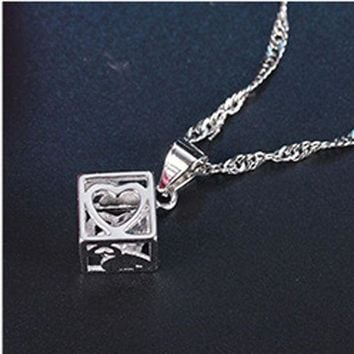 Yvlah 2017 New Product That Hot Style Simple Magic Cube Pendant Necklace Women Xl17